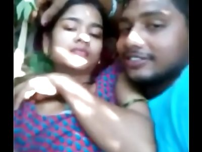Desi girl sex with bf outdore